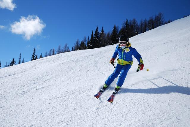 lyžař v modrém
