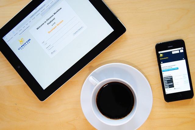 tablet, mobil a káva.jpg