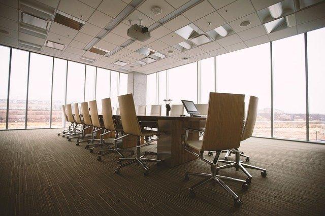 konferenční místnost stůl