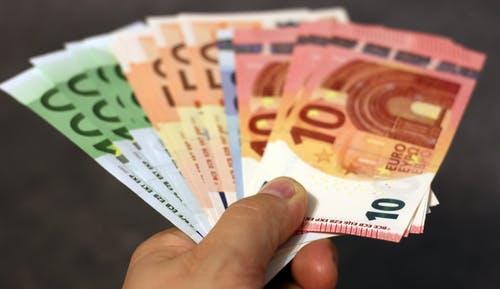 Peníze pro radosti, ale i na řešení starostí